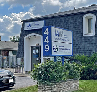 HollisWealth - 449 Thorold Road Welland, ON